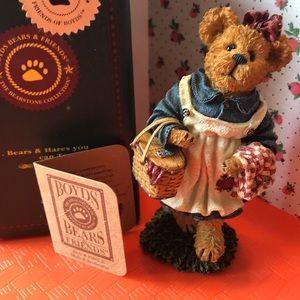 Boyd's Bears Mary B Berrieeather figurine